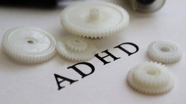 ADHDと左利きの関係は?息子と偉人から見る脳の使い方