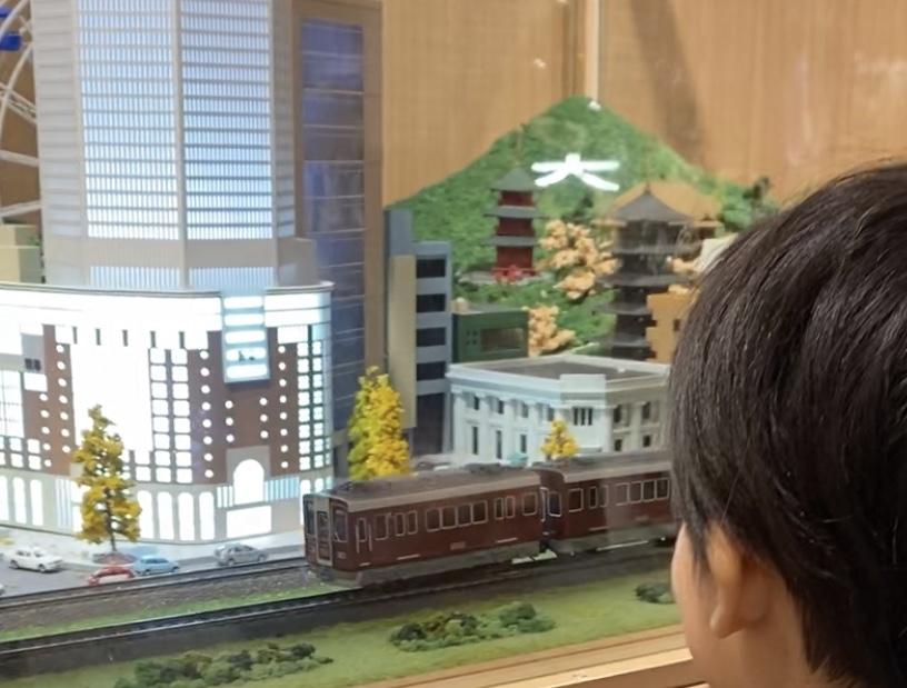 阪急百貨店うめだ本店11階でジオラマ運転