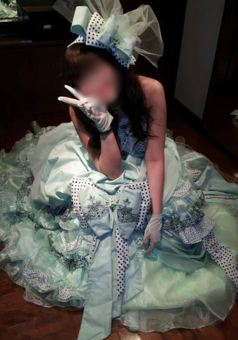ホテルモントレ大阪カラードレス