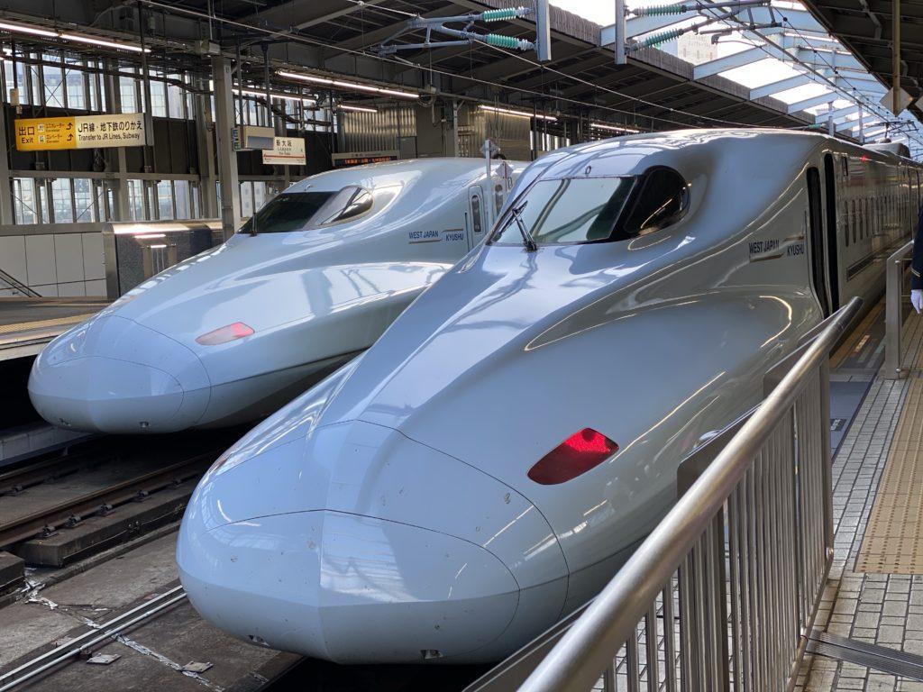 新大阪駅|N700系新幹線2本